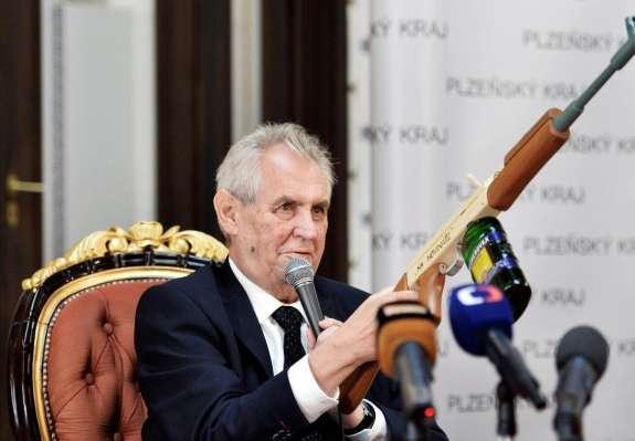 Češki predsednik Zeman  poziva EU in Moskvo k odpravi medsebojnih sankcij