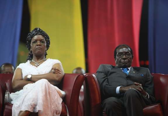 Mugabeju se je iztekel ultimat za odstop; samodržec se oklepa oblasti