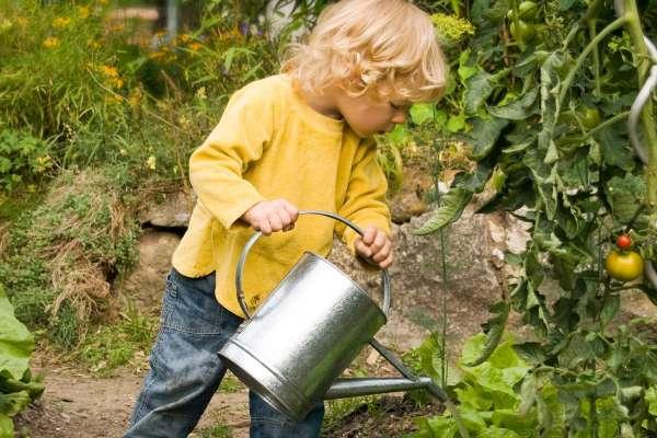 otroci na vrtu1.jpg
