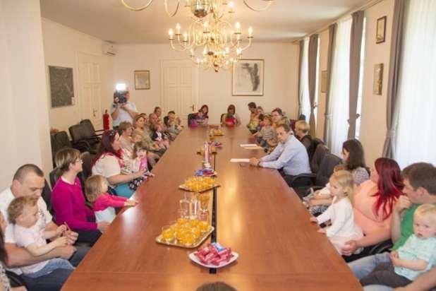 Župan sprejel malčke in njihove starše
