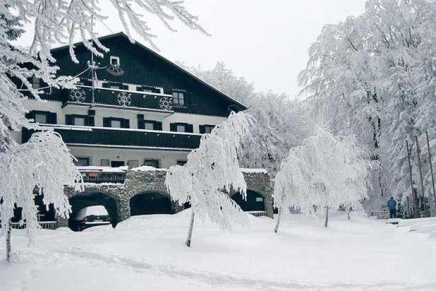 Na Mrzlici več kot 60 cm snega, pohod bo!