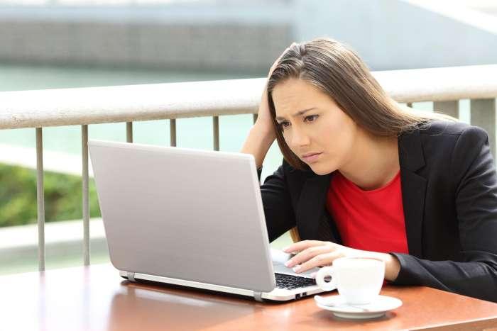 Vsak tretji na spletu vohuni za svojim partnerjem