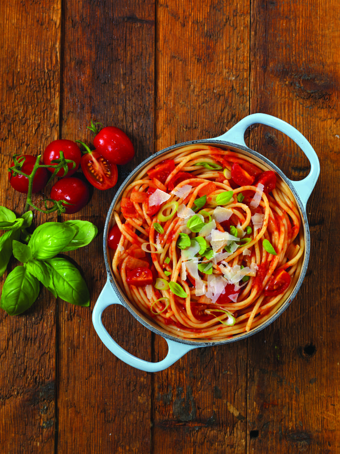 Na hitro: Špageti s paradižnikovo omako