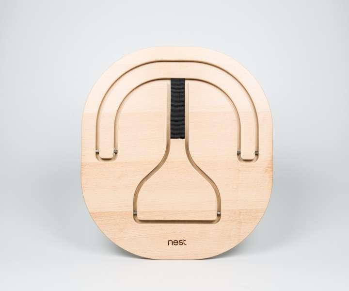 Stol Nest je narejen iz slovenskega lesa.