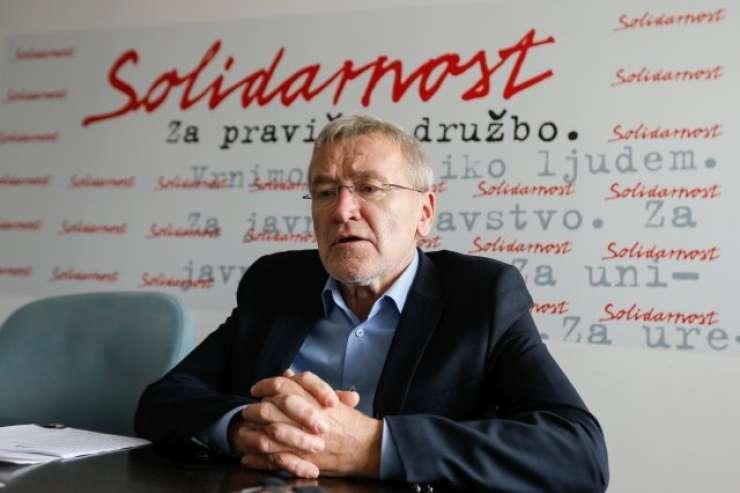 Poleg 20 tisoč evrov pri Kolarjevi še 500 evrov mesečno na Rdečem križu Slovenije