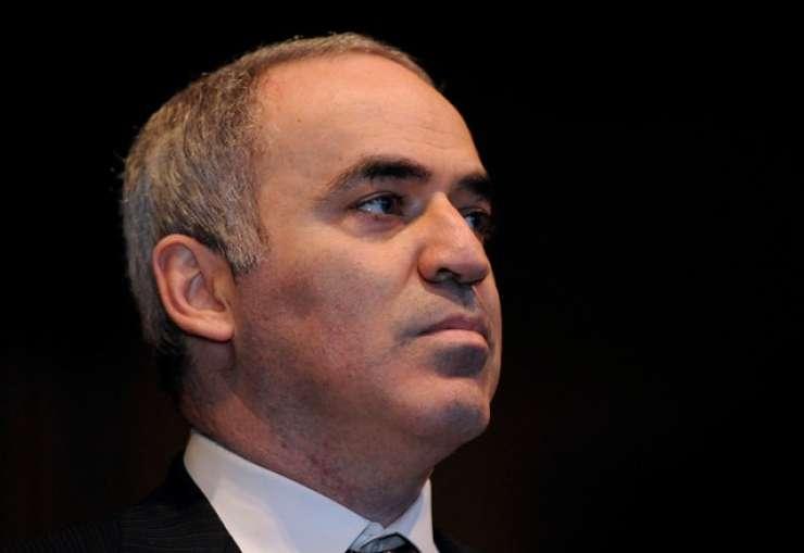 Gari Kasparov se vrača za šahovnice