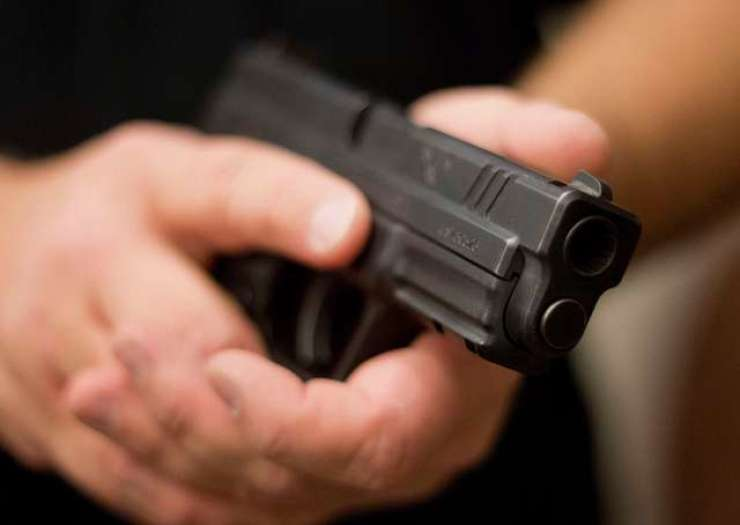 Moški z orožjem skušal vdreti v prostore ptujskega tožilstva
