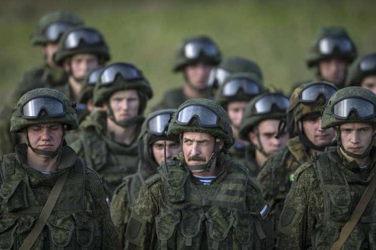Rusija na vzhodni meji Nata začela velike vojaške vaje