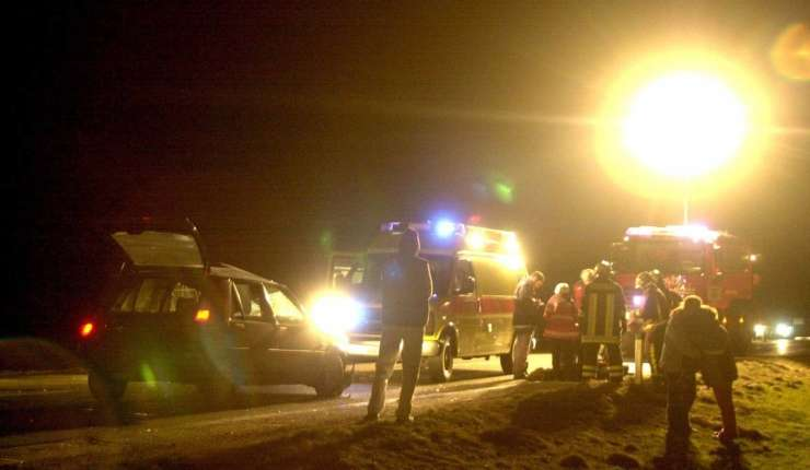 Na ajdovski obvoznici avto v steber razsvetljave, umrl 29-letnik