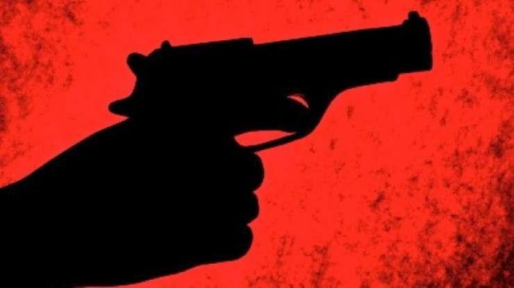 Streljanje pri novomeških Romih: moški partnerko ustrelil v hrbet
