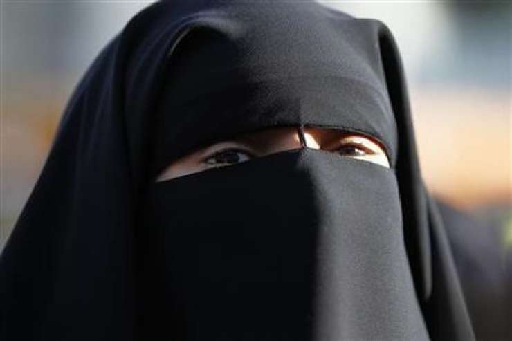 Avstrija je prepovedala burke in druga oblačila, ki zakrivajo obraz