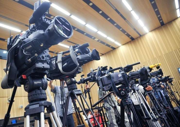 Novinarji v Evropi žrtve nasilja, ustrahovanja in samocenzure