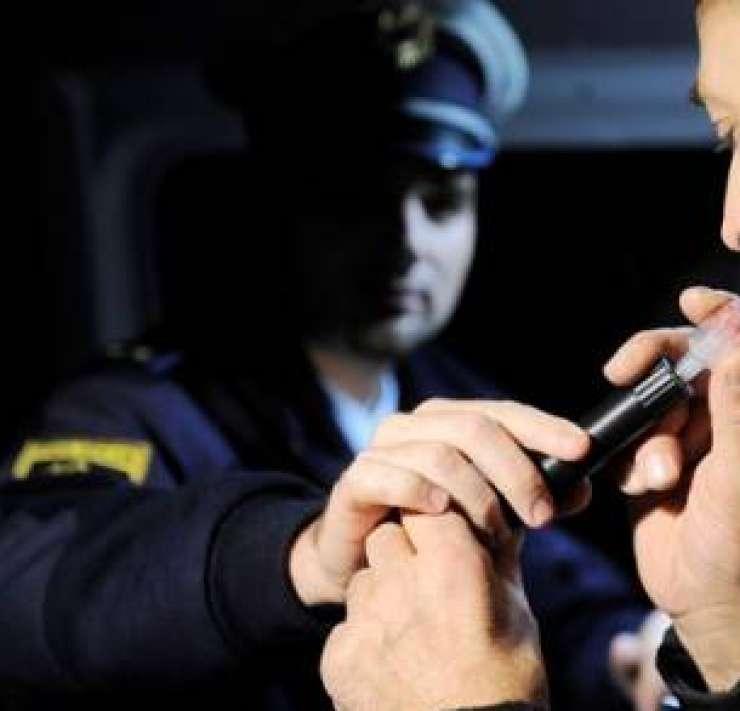 Beg pred policisti ga bo stal 950 evrov, če bi pihal, kazni ne bi bilo