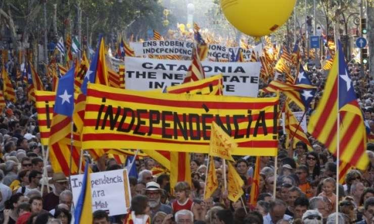 Katalonske občine pod pritiskom iz Madrida zavirajo referendum o neodvisnosti