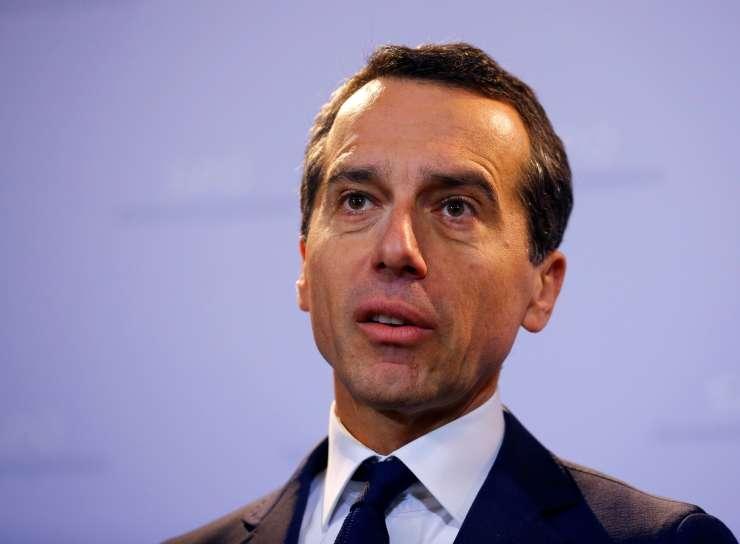 Avstrijski kancler Kern volivce snubi v turščini, arabščini in hrvaščini, ne pa tudi v slovenščini