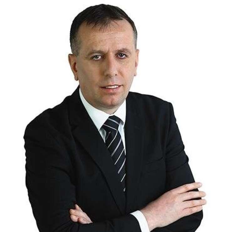 Kako je mogoče, da je Kučan še vedno najbolj vpliven človek v državi?