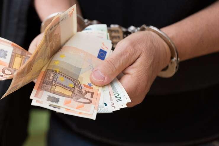Slovenec na Hrvaškem poskušal podkupiti policista in končal v priporu