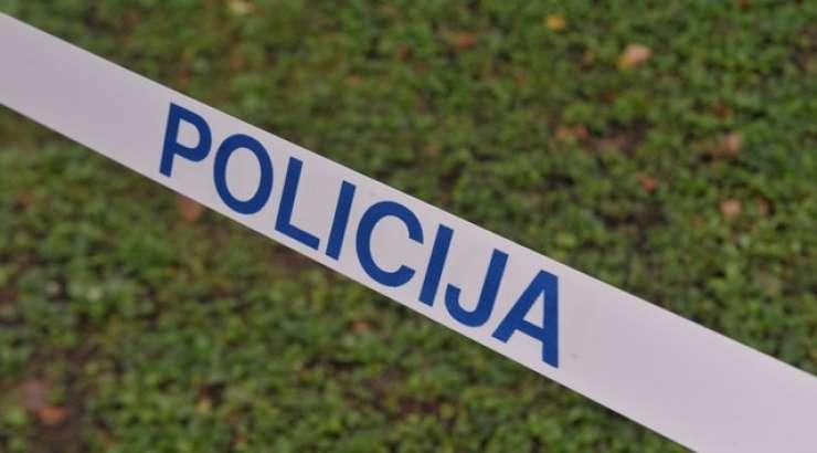 Pri Novem mestu v avtu našli mrtvo 72-letno voznico