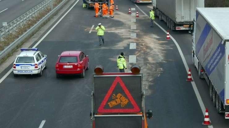 Nesreča na primorski avtocesti - nastala je večkilometrska kolona