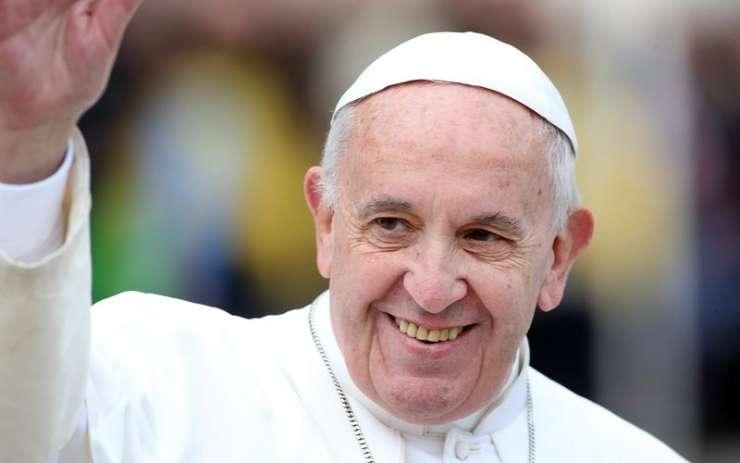 Papež napadel obsedenost sodobnega sveta z močjo in lepoto