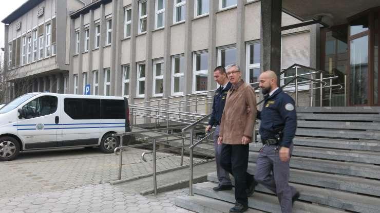 Sodišče povišalo kazen napadalcu na škofjeloškega župana: pet let za zapahi!
