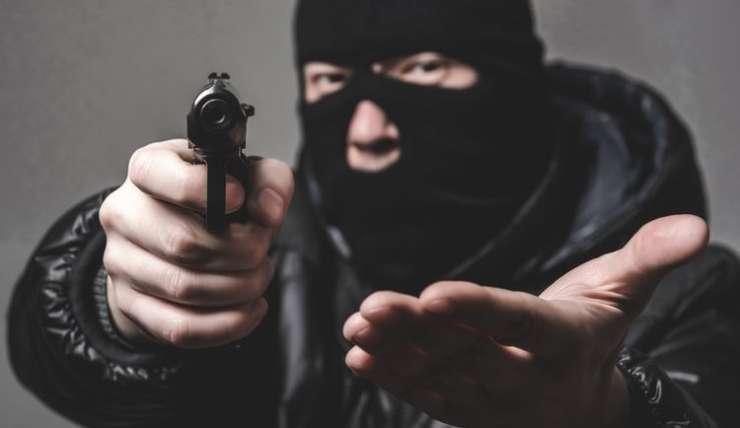 Maskirani ropar nad Addiko Bank v ljubljanski Šiški