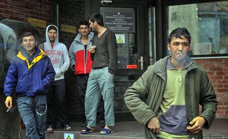 Tiho naseljevanje: Kakšno opremo vlada kupuje za stanovanja migrantov