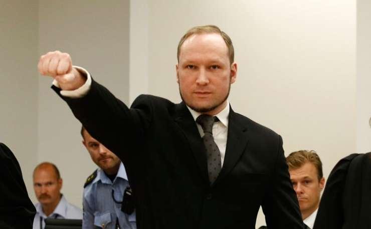 Breivik na sodišču pozdravljal z nacistično gesto