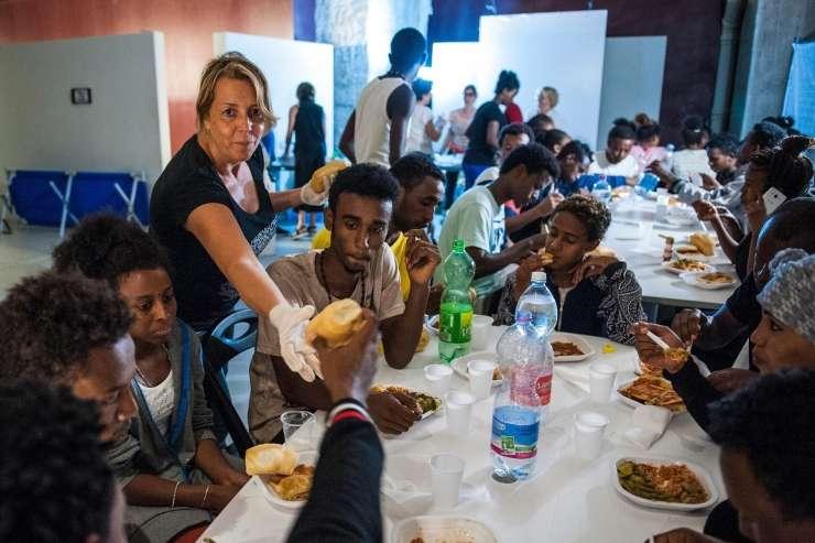 Jedilnik v azilnem domu: brez svinjine, halal in z »ustreznim prehranskim razmerjem«