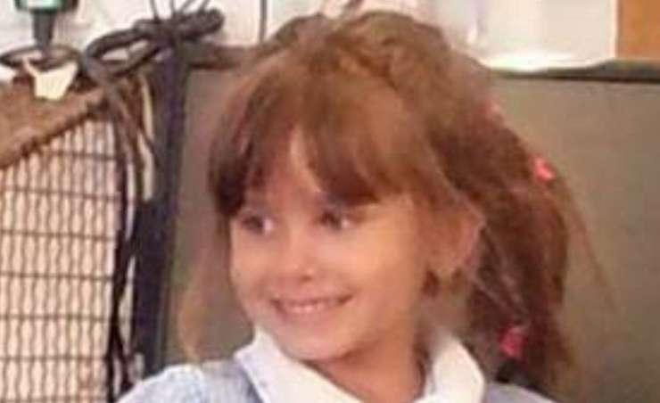 Britanska najstnica naj bi prerezala vrat sedemletni deklici