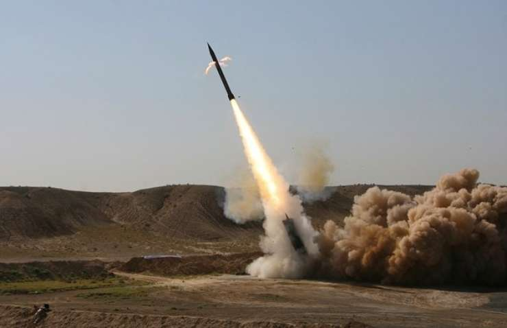 """Iranski poslanci vzklikali """"smrt Ameriki"""", ko so povečali sredstva za raketni program"""