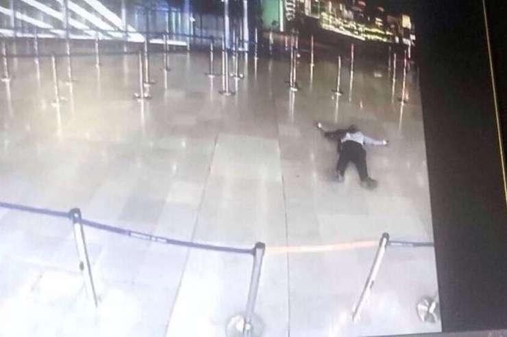 Zadet in pijan napadel vojakinjo in kričal, da bo umrl za Alaha