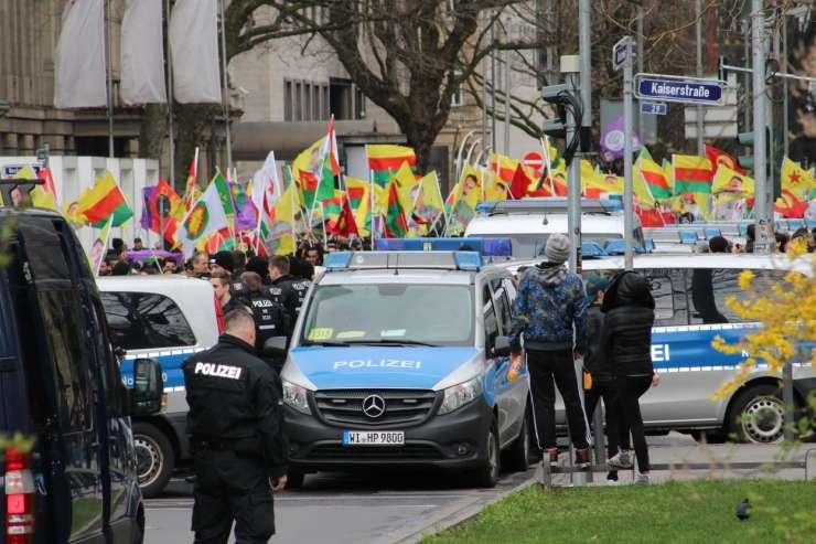 Turčija shod Kurdov v Frankfurtu razume kot nemško podporo teroristom
