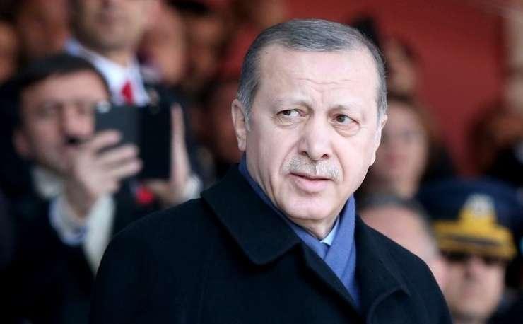 Načrt za diktaturo: Tako bi Erdogan iz Turčije naredil sultanat