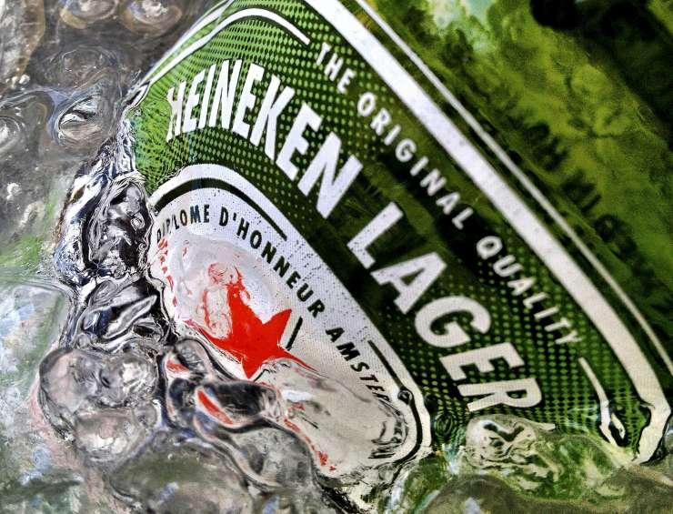Madžari Heinekenu: Stran z rdečo zvezdo