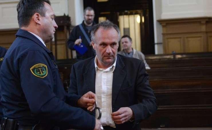 Zloglasni Casiraghi trdi, da so se ga v zaporu lotili s kemičnim orožjem, državo toži za 260.000 evrov