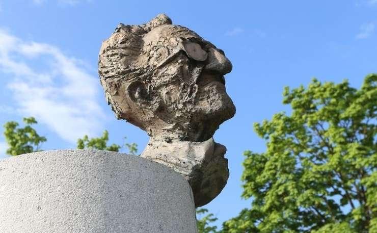 Pokojni Peter Božič Udbi umazano ovajal pisatelja Borisa Pahorja