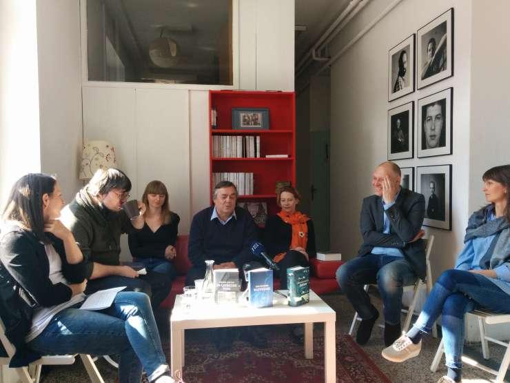 Ljubezen v času vojne: Novi roman Draga Jančarja, ki govori o tragiki in grotesknosti zgodovine