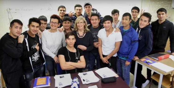 Švedinje srednjih let histerično jokale, ko so deportirali mlade Afganistance