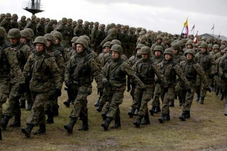 """""""Zgodovinski korak"""" k skupni obrambi EU"""