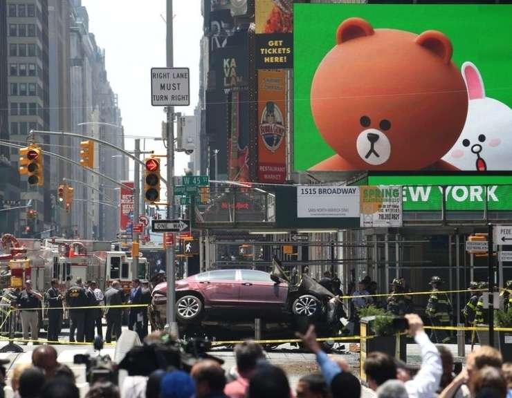 Morilcu s Times Squarea naj bi bog naročil, da zapelje v množico