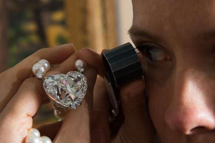 Diamant v obliki srca prodali za rekordnih 15 milijonov dolarjev