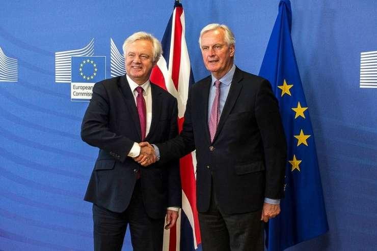 Glavni pogajalec EU Barnier: Možen je brexit brez dogovora