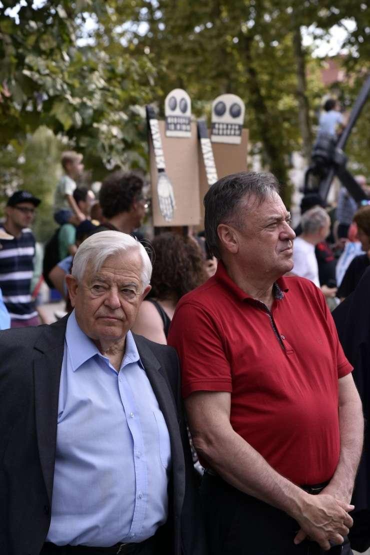 Kučan in Janković z ramo ob rami na otvoritvi spomenika žrtvam vseh vojn (FOTO)