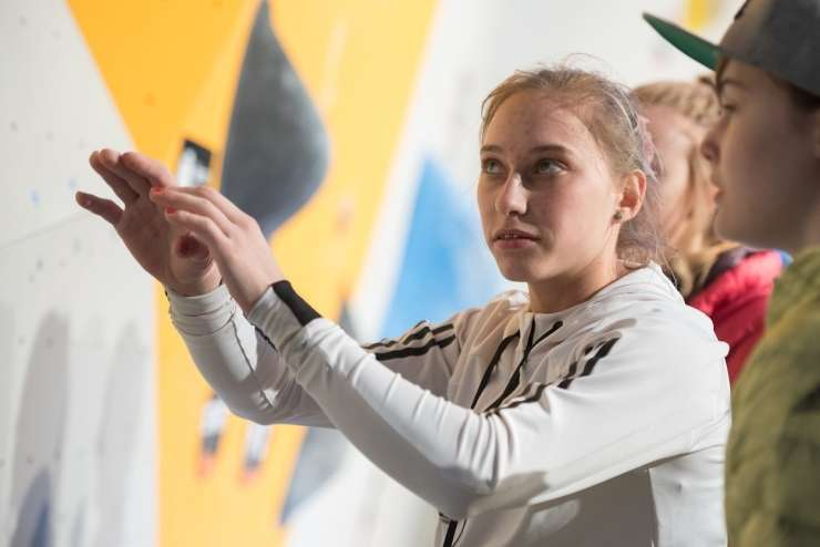 Janja Garnbret v novi sezoni neustavljiva, zmagala je tudi v Chamonixu