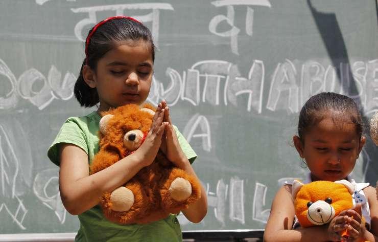 Indijsko vrhovno sodišče: Spolni odnosi z mladoletno soprogo so posilstvo