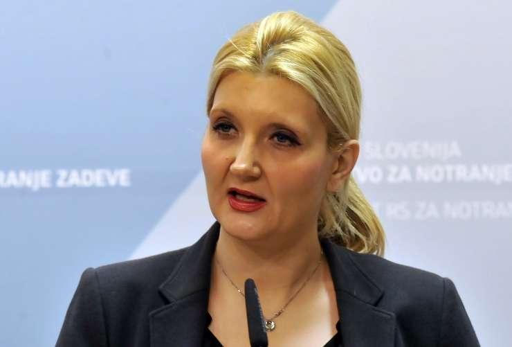 """Ministrica: Porast ilegalnih prehodov meje je """"zaskrbljujoč"""""""