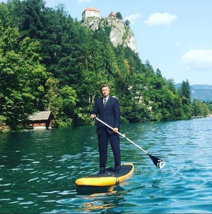 Erjavec podpira Pahorja: Supanje po Blejskem jezeru je del odnosov z javnostmi
