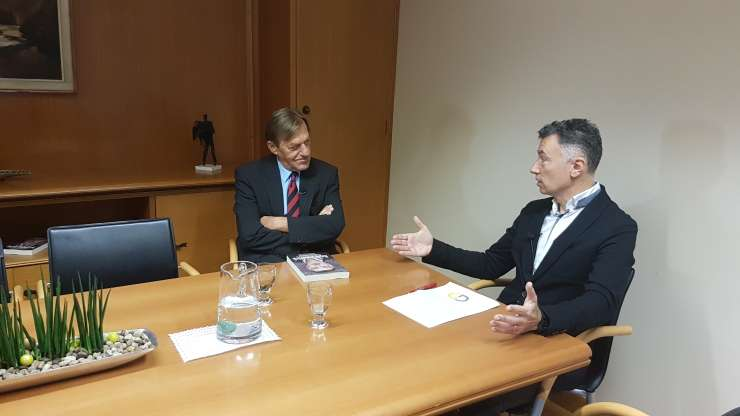 Mafijski zakon omerte deluje v visokih krogih slovenske politike, bančništva in gospodarstva (VIDEO)