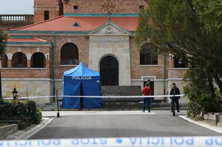 Srhljivo: Zagrebški fotograf si je na Tuđmanovem grobu pognal kroglo v glavo